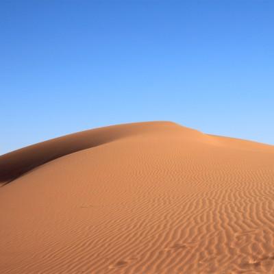 Une pierre sur la dune