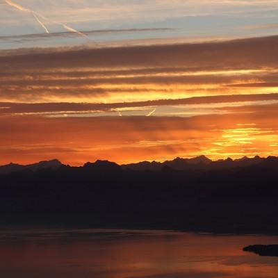 Lever de soleil sur le lac Léman, vue de la Dôle